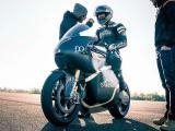 Bridgestone et Saroléa continuent l'aventure pour le Tourist Trophy.