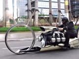 Tarso Marques Concept Dumont - une moto digne de Star Wars.