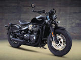 Une version Black plus vindicative pour la Triumph 1200 Bobber.