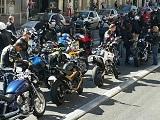 Les motards manifestent en nombre contre l'exclusion des véhicules anciens.