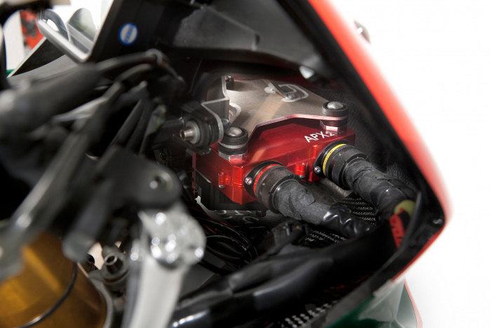 Aprilia RSV4 1000 Biaggi Superbike Replica 2010 - 7