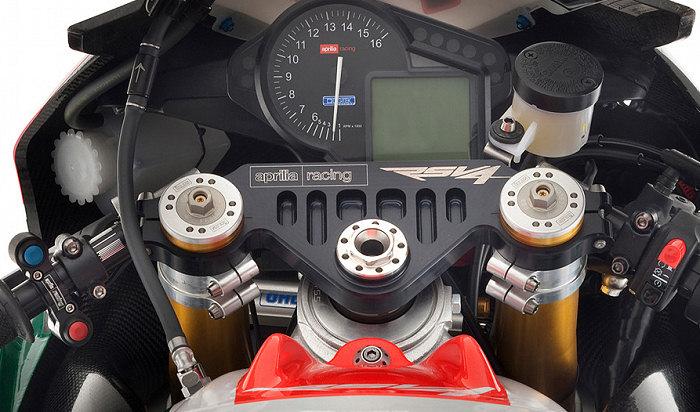 Aprilia RSV4 1000 Biaggi Superbike Replica 2010 - 5