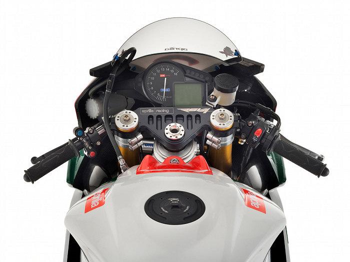 Aprilia RSV4 1000 Biaggi Superbike Replica 2010 - 4