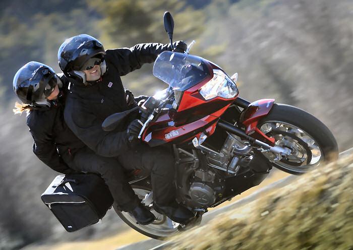aprilia shiver 750 gt 2011 fiche moto motoplanete. Black Bedroom Furniture Sets. Home Design Ideas
