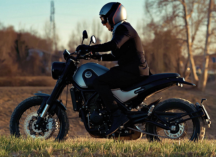benelli 500 leoncino trail 2018 fiche moto motoplanete. Black Bedroom Furniture Sets. Home Design Ideas