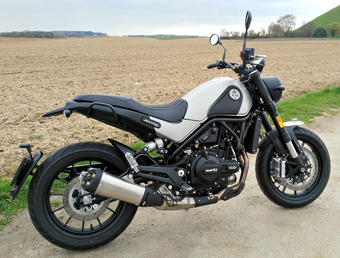 benelli 500 leoncino 2018 essai moto motoplanete. Black Bedroom Furniture Sets. Home Design Ideas
