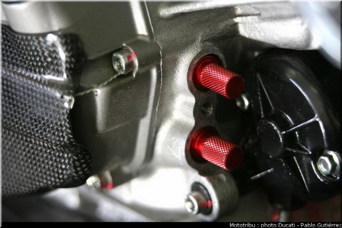 Ducati 1198 F10 SUPERBIKE 2010 - 12