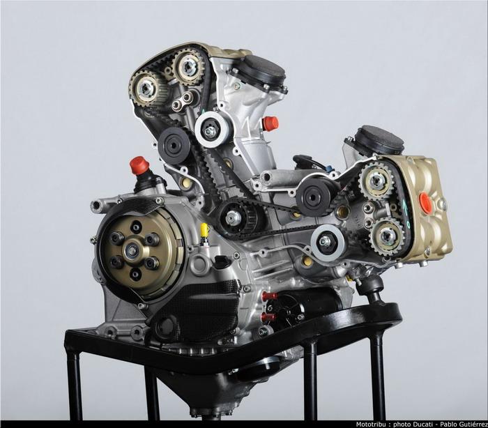 Ducati 1198 F10 SUPERBIKE 2010 - 14