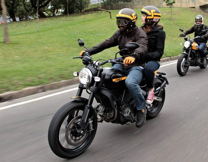 ducati scrambler 800 full throttle 2016 galerie moto motoplanete. Black Bedroom Furniture Sets. Home Design Ideas