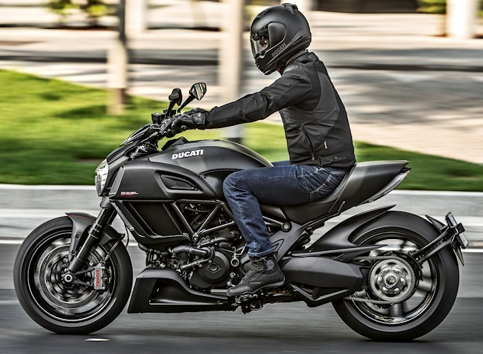 ducati diavel carbon 1200 2017 fiche moto motoplanete. Black Bedroom Furniture Sets. Home Design Ideas