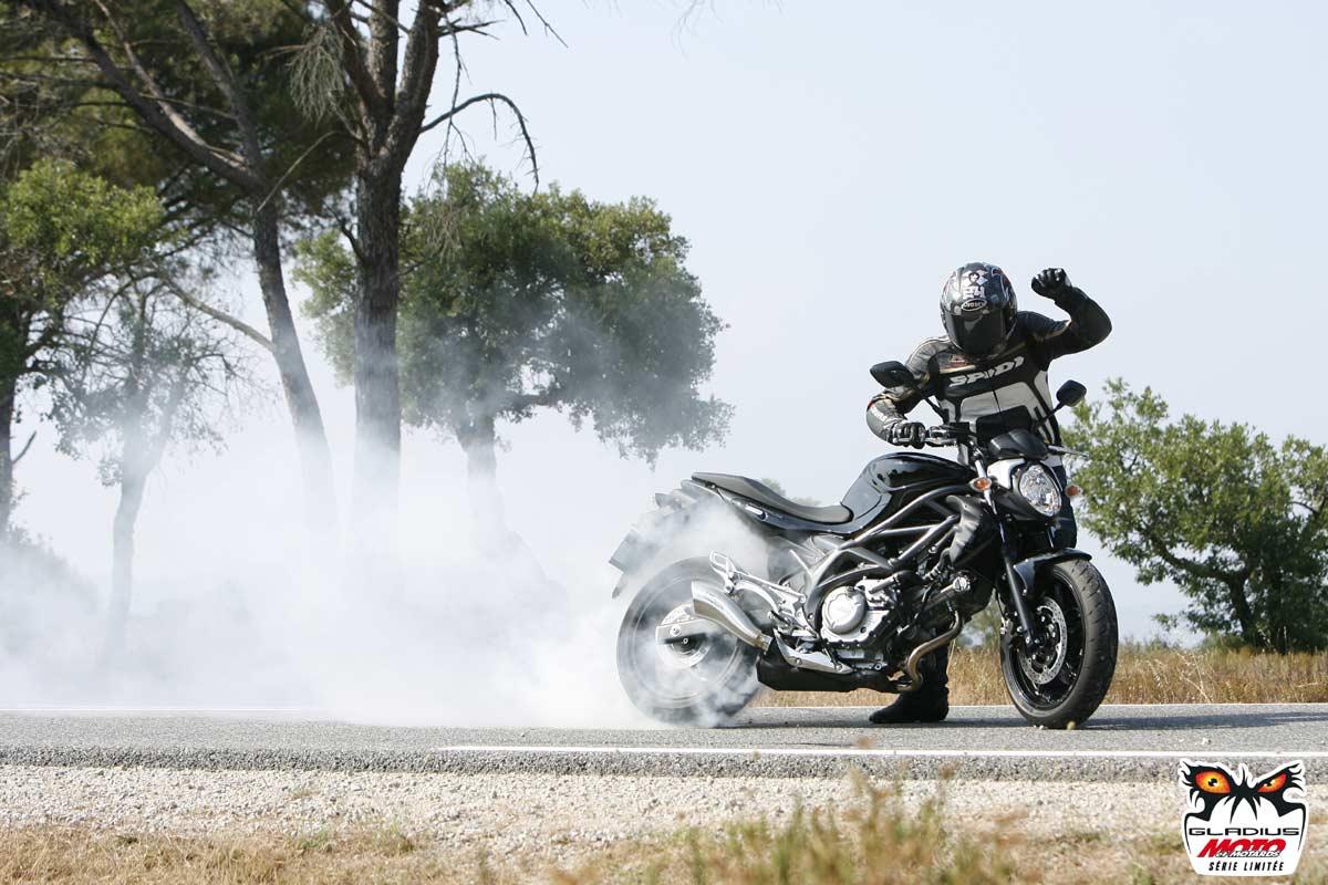 svf 650 gladius moto et motards roadsters galeries photos motoplanete. Black Bedroom Furniture Sets. Home Design Ideas