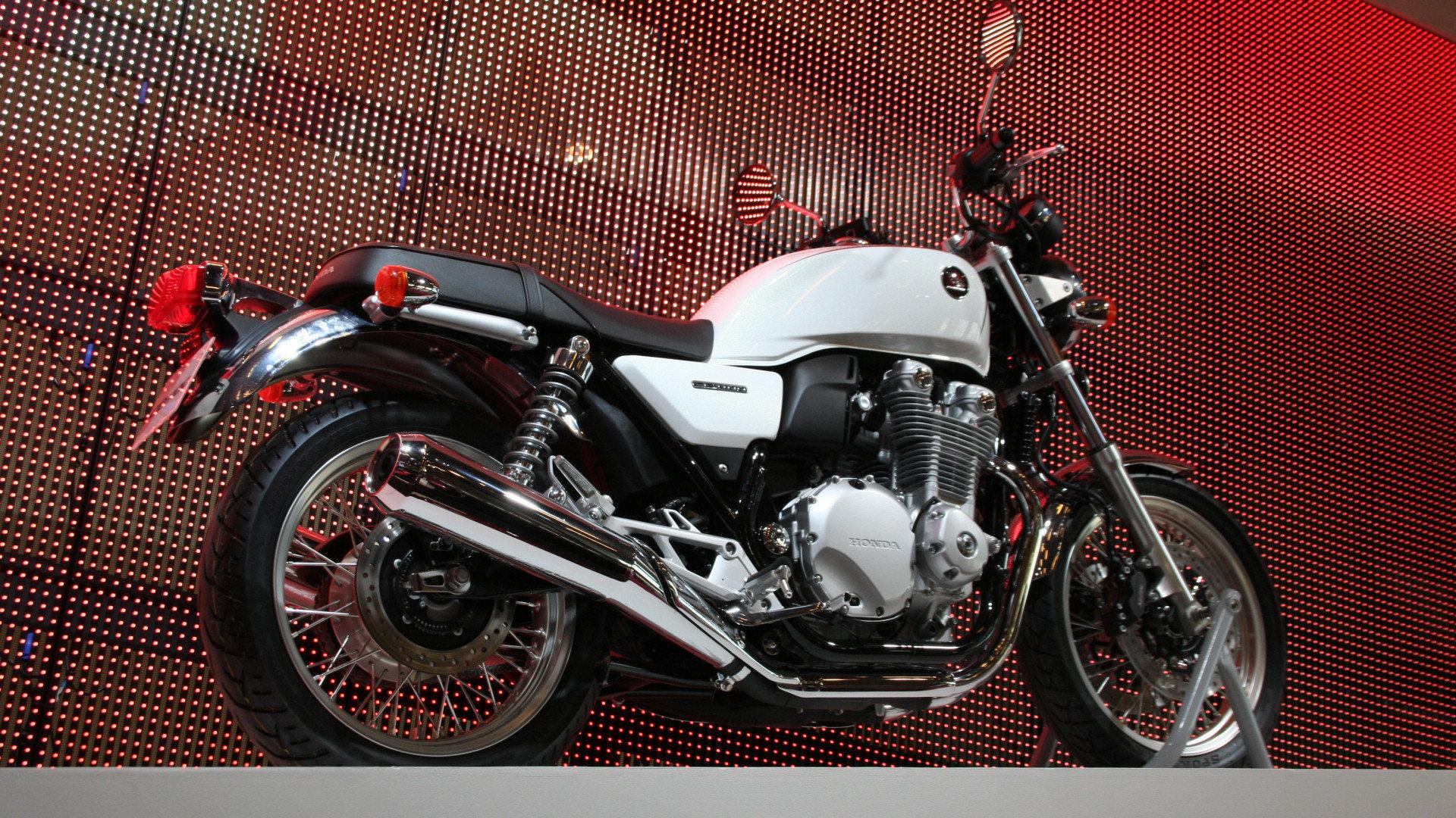 les motos japonaises du salon de paris 2013 galeries. Black Bedroom Furniture Sets. Home Design Ideas