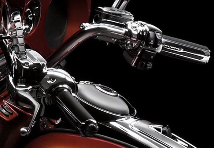 Harley-Davidson CVO ELECTRA GLIDE ULTRA CLASSIC 1800 FLHTCUSE5 2011 - 4