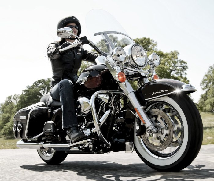 Harley-Davidson 1584 ROAD KING CLASSIC FLHRCI 2007 - 20113