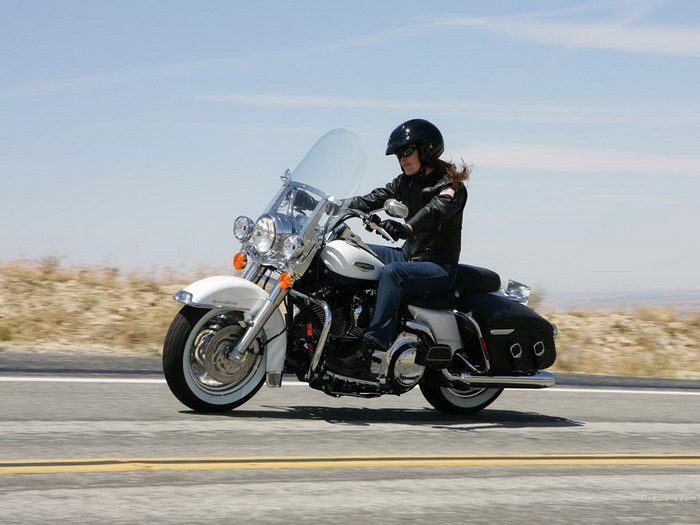 Harley-Davidson 1584 ROAD KING CLASSIC FLHRCI 2007 - 21