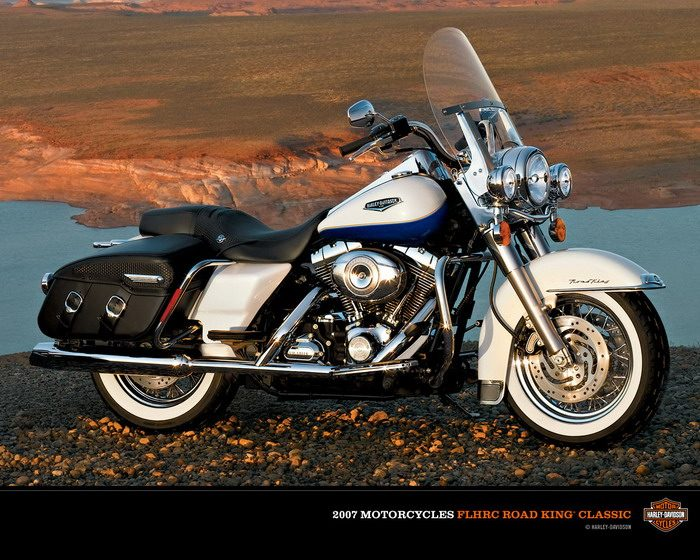 Harley-Davidson 1584 ROAD KING CLASSIC FLHRCI 2007 - 18