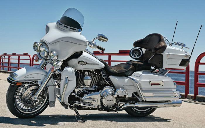 Harley Davidson® Electra Glide® Specifications - EagleRider