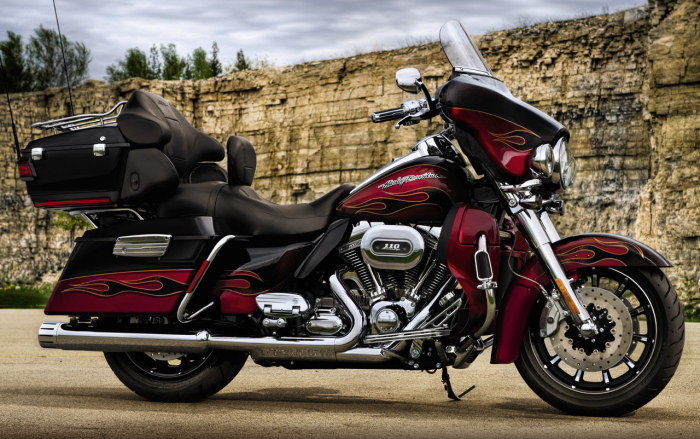 Harley-Davidson CVO ELECTRA GLIDE ULTRA CLASSIC 1800 FLHTCUSE5