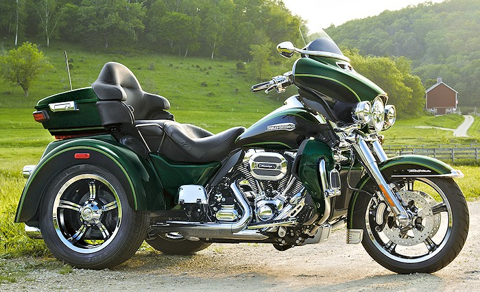 harley davidson 1690 tri glide ultra flhtcutg 2016 fiche moto motoplanete. Black Bedroom Furniture Sets. Home Design Ideas