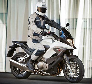 honda 800 crossrunner 2011 essai moto motoplanete. Black Bedroom Furniture Sets. Home Design Ideas