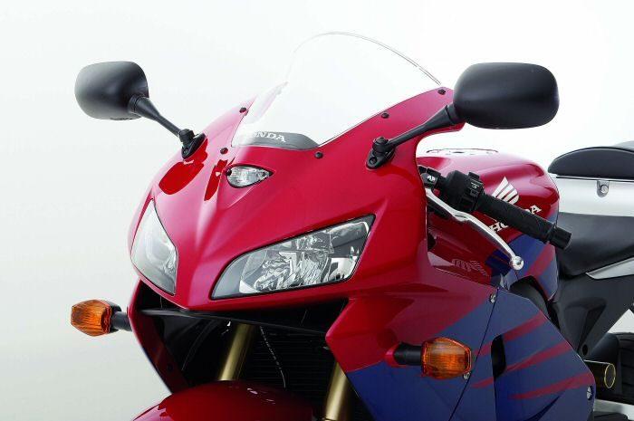Honda CBR 600 RR 2005 - 16
