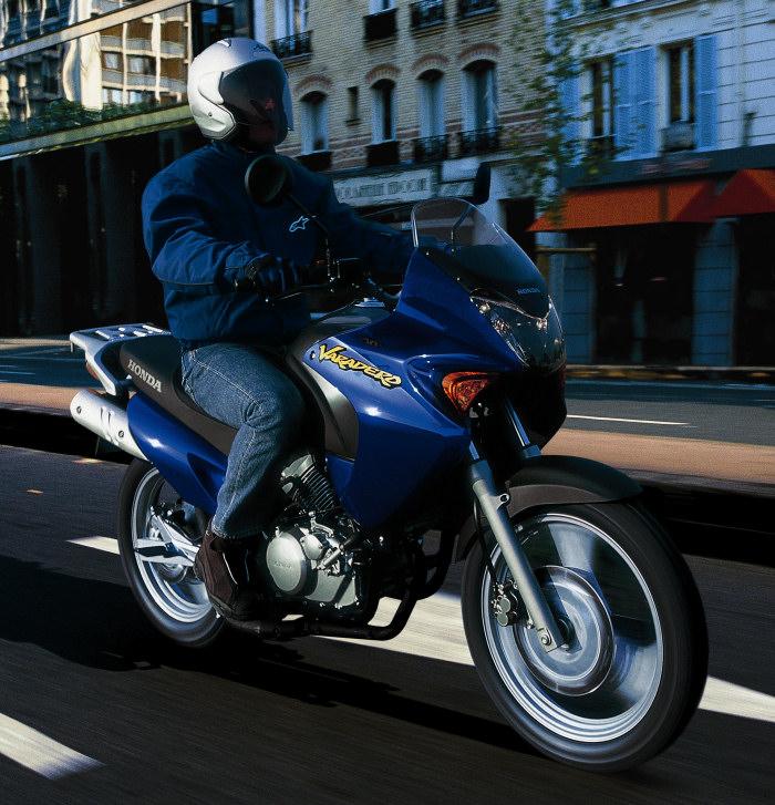 moto 125 varadero trouvez le meilleur prix sur voir avant d 39 acheter. Black Bedroom Furniture Sets. Home Design Ideas
