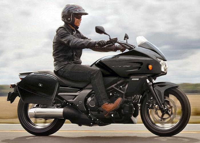 "X-Adv essai ""longue durée""  Honda-CTX-700-2015-700px"