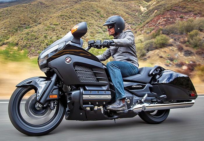 Honda GL 1800 GOLDWING F6B 2016 - Fiche moto - MOTOPLANETE