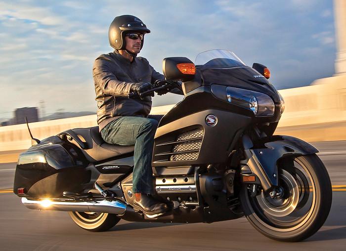 honda gl 1800 goldwing f6b 2017 fiche moto motoplanete. Black Bedroom Furniture Sets. Home Design Ideas