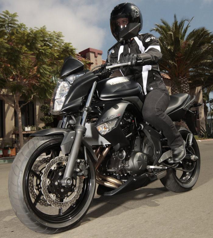 kawasaki er 6n 650 2011 fiche moto motoplanete. Black Bedroom Furniture Sets. Home Design Ideas
