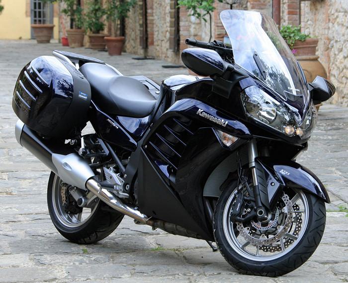 moto kawasaki gtr 1400