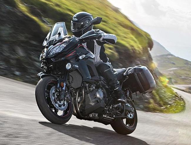 kawasaki versys 1000 tourer plus 2017 fiche moto motoplanete. Black Bedroom Furniture Sets. Home Design Ideas