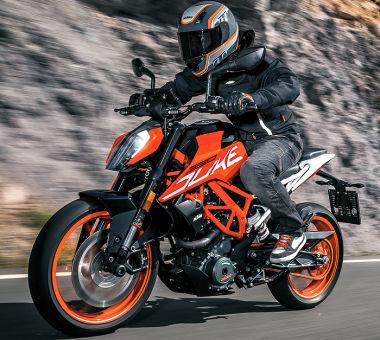 moto KTM 390 Duke2018