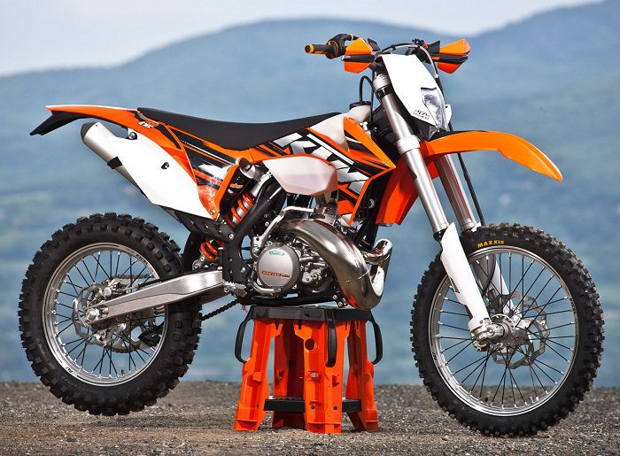 husqvarna te 300 vs ktm 300 xc w autos post. Black Bedroom Furniture Sets. Home Design Ideas
