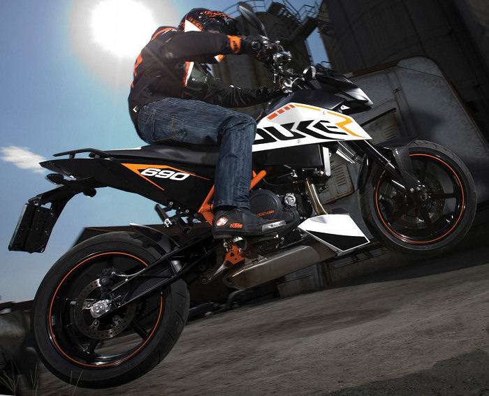 ktm 690 duke r 2011 fiche moto motoplanete. Black Bedroom Furniture Sets. Home Design Ideas