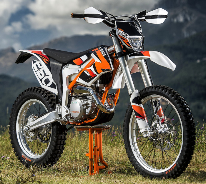 ktm freeride 250 r 2014 fiche moto motoplanete. Black Bedroom Furniture Sets. Home Design Ideas