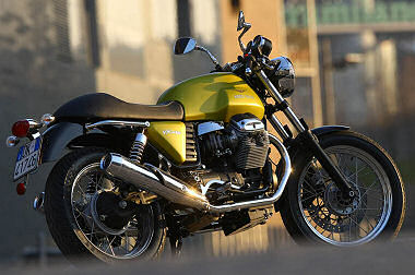 moto guzzi v7 750 cafe classic 2009 essai moto motoplanete. Black Bedroom Furniture Sets. Home Design Ideas