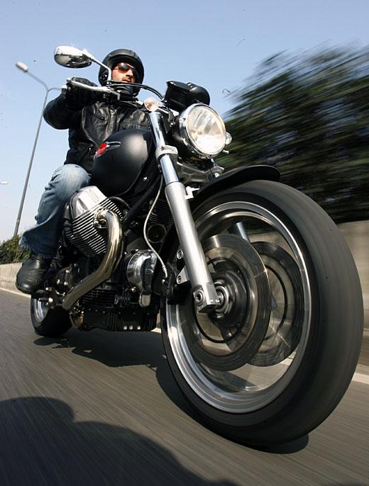 Moto-Guzzi 940 BELLAGIO 2011 - 29