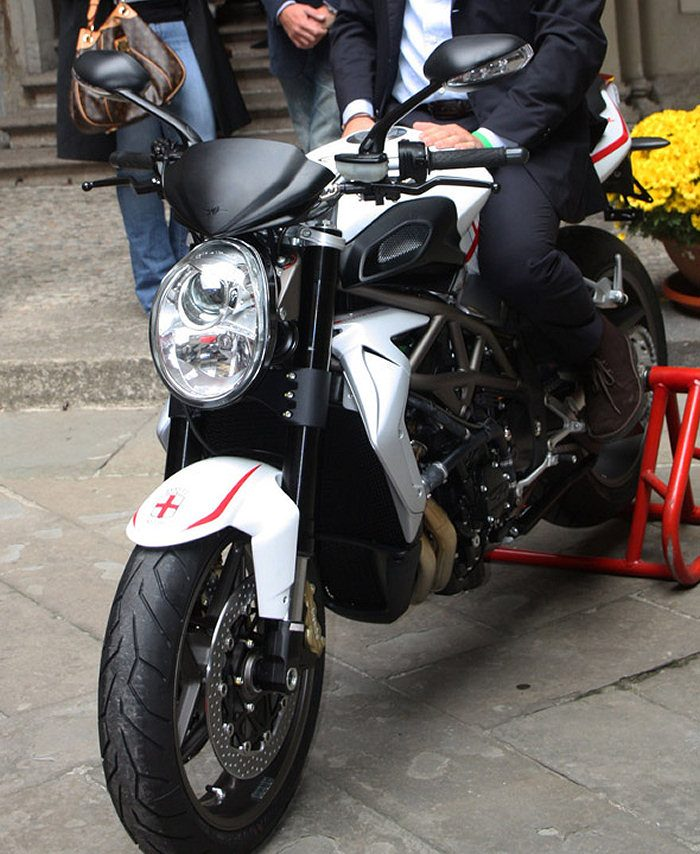 MV AGUSTA BRUTALE 990 R 2012 990 cm3   moto roadster   24