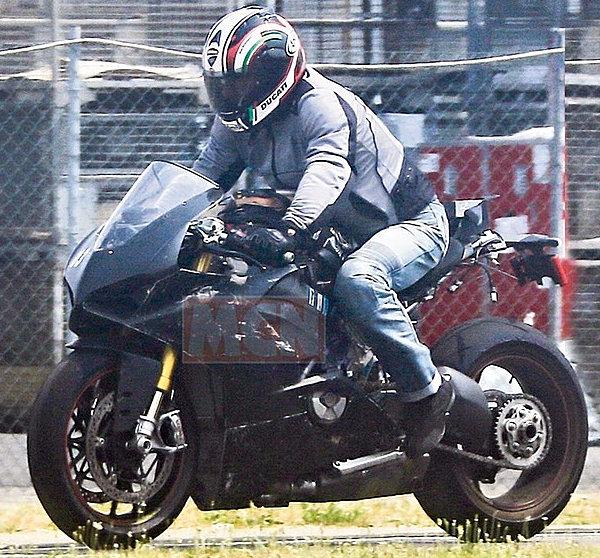 Ducati-panigale-V4-spy-5.jpg