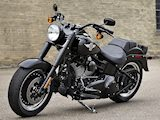 Harley-Davidson dévoile le Fat Boy S 2016 avec le Twin Cam 1800.