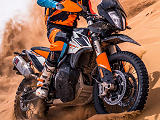 Plus d'horizons avec la version R de la KTM 790 Adventure.