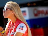 Galerie des grid girls du MotoGP à Aragon.