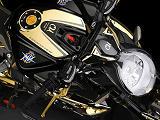 MV-Agusta crée une Dragster 800 RC Shining Gold en exemplaire unique.