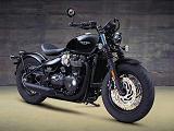 Une version Black plus vindicative pour la Triumph 1200 Bobber.