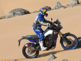 La Yamaha 700 Ténéré World Raid dans les mains de Peterhansel.