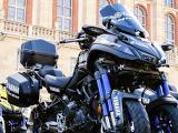 Le Yamaha Niken devient la moto d'assistance du Tour de France.