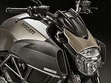 Ducati anoblit sa 1200 Diavel avec la version Titanium.