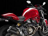 Une touche sportive pour la Ducati 821 Monster Stripe 2015.