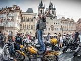 Gros rassemblement à Prague en 2018 pour les 115 ans d'Harley Davidson.